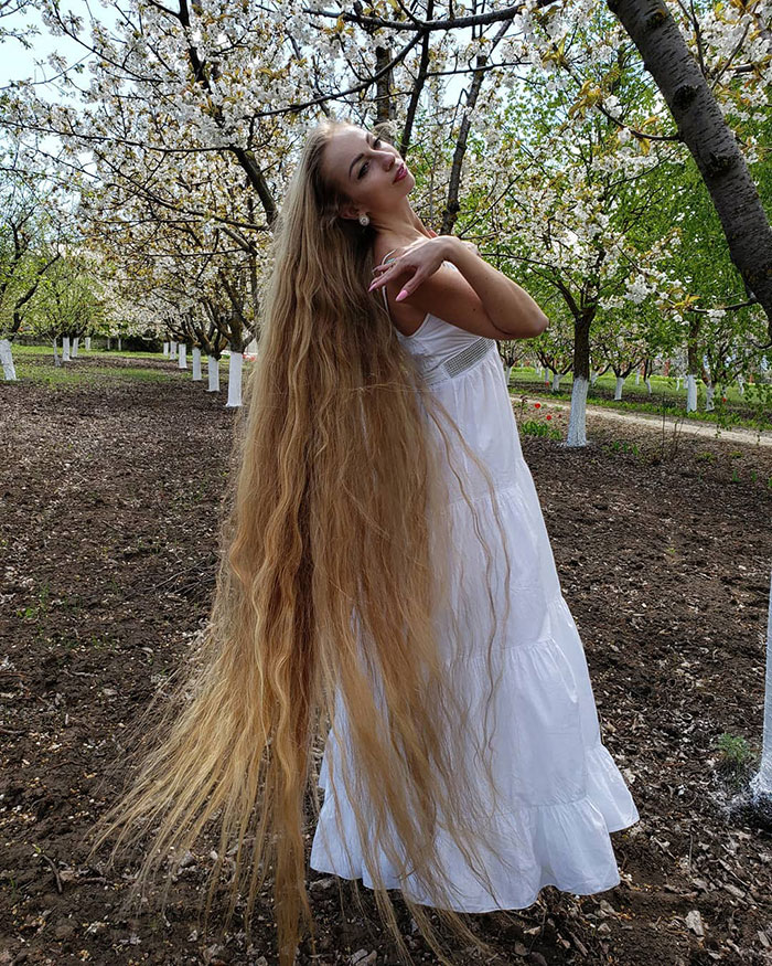 alena kravchenko 6 feet long hair 4 5e0b5f6da8439 700
