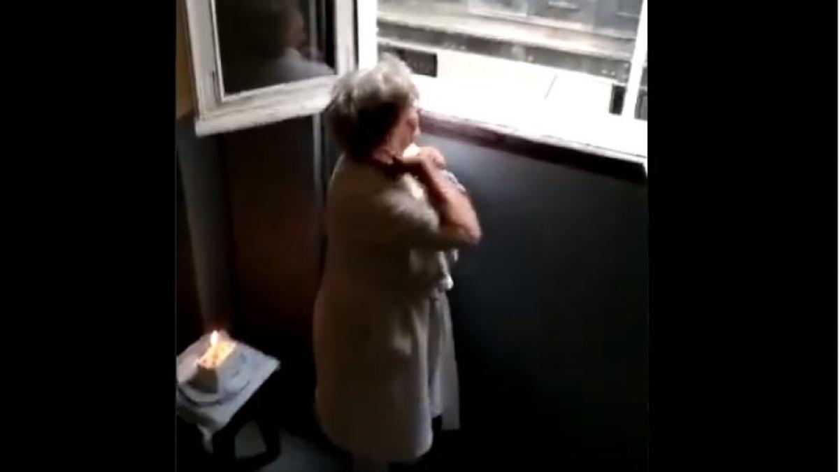 charo la vecina de madrid felicitada por sus vecinos